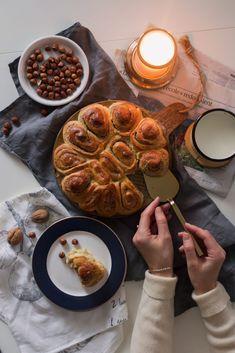 Zawijaniec drożdżowy z masą orzechową   Kameralna Sweets Cake, Hummus, Ethnic Recipes, Food, Hygge, Cakes, Cake Makers, Essen, Kuchen