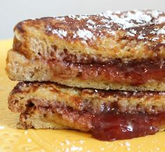 sandwich de tostada francesa y mermelada