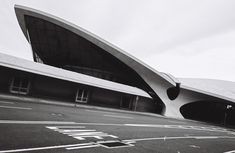 Image 13 of 26 from gallery of AD Classics: TWA Flight Center / Eero Saarinen. Photograph by Cameron Blaylock Architecture Tattoo, Chinese Architecture, Modern Architecture House, Futuristic Architecture, Modern Houses, Twa Flight Center, Eero Saarinen, Airline Travel, Zaha Hadid Architects