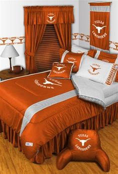 [[start tab]] Description Root for your favorite team by outfitting your bedroom in style with this officially licensed University of Tennessee Volunteers Sidelines Bedding and Accessories Set featuri Texas Longhorns Football, Ut Longhorns, Tennessee Football, University Of Tennessee, University College, East Tennessee, Queen Comforter Sets, Bedding Sets, King Comforter