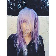 Ormai è sfida aperta tra le dive. Il tormentone è una battaglia di selfie con i capelli viola. Sull'onda di Katy Perry, la prima ad adottare