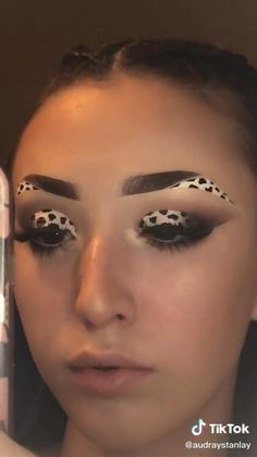 Edgy Makeup, Eye Makeup Art, Crazy Makeup, Smokey Eye Makeup, Eyeshadow Makeup, Face Makeup, Smoky Eye, Creative Eye Makeup, Colorful Eye Makeup