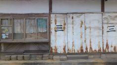 Dongjin Lee / jeonju, 전주 노송동 해피하우스센터 앞 골목. / 전라북 전주 완산 노송동 / #골목 #담벼락 #문 /