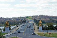 Arlington Memorial Bridge going from city to Arlington Cemetery.