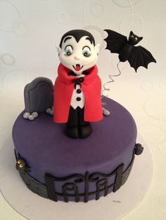 Halloween Vampire Cake ~ all edible Halloween Cupcakes, Halloween Torte, Pasteles Halloween, Bolo Halloween, Halloween Wedding Cakes, Dessert Halloween, Halloween Vampire, Cake Pops, Beautiful Cakes