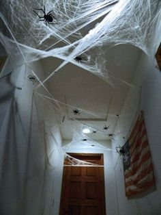 Decorate your home for Halloween with dollar store spiders and cobwebs. Get best DIY Spider Halloween decoration ideas which are easy to do & surely scary. Halloween Prop, Halloween Bathroom Decorations, Casa Halloween, Halloween Spider Decorations, Halloween Party Decor, Holidays Halloween, Halloween Themes, Halloween Birthday, Spider Web Decoration