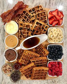 Breakfast Platter, Breakfast Waffles, Pancakes And Waffles, Pizza Muffins, Breakfast Buffet, Think Food, Love Food, Party Food Platters, Food Cravings