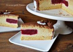Tort cu mousse de vanilie si jeleu de zmeura