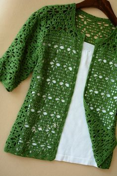 Green jacket with pattern at source Crochet Jumper, Baby Blanket Crochet, Crochet Baby, Knit Crochet, Crochet Wrap Pattern, Crochet Patterns, Green Cardigan, Green Jacket, Creative Embroidery