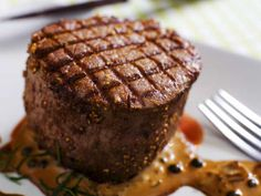 Oxfilé med pepparsås/ Fillet of beef with pepper sauce (translate from Swedish) Beef Recipes, Cake Recipes, Snack Recipes, Cooking Recipes, Snacks, Swedish Recipes, Something Sweet, A Table, Steak