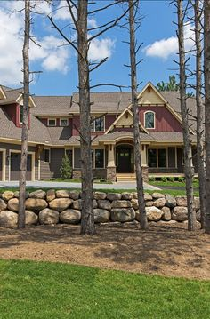 Exterior Paint Color Trim- Sherwin Williams SW 7723 Colony Buff Shakes Sherwin Williams SW 7505 Manor House Board and Baton Sherwin Williams 7594 Carriage Door Modern Exterior, Exterior Colors, Exterior Paint, Exterior Design, Beautiful Family, Beautiful Homes, Beautiful Places, Timberline Shingles, House Entrance