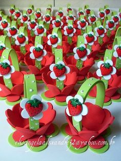 Darling little strawberry favor baskets. Kids Crafts, Foam Crafts, Easter Crafts, Diy And Crafts, Strawberry Shortcake Birthday, Diy Ostern, First Birthdays, Party Time, Birthday Parties