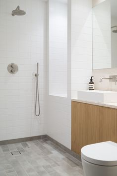 In this minimalist bathroom, simple white square tiles cover the walls, and small format grey limestone tiles cover the floor. Interior Design Projects, Bathroom Interior Design, Interior, Tile Design, Minimalist Bathroom, Blacksmith Workshop, Bathroom Tile Designs, Bathrooms Remodel, Bathroom Decor