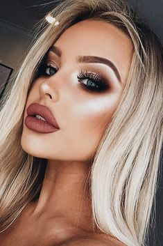 Verliebt in dieses Make-up! Liebst du dieses Make-up? Besuche die… In love with this makeup! Do you love this makeup? Check out the link for more ! - Schönheit von Make-up Eye Makeup Tips, Makeup Hacks, Smokey Eye Makeup, Hair Makeup, Makeup Ideas, Makeup Tutorials, Glam Makeup, Makeup Trends, Makeup Inspo
