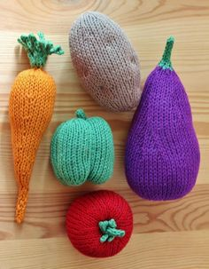 There's a wide world of amigurumi out there. So why do those cute little amigurumi animals always seem to steal the spotlight from other types of amigurumi, like knitted food? Knitting Patterns Free, Free Knitting, Baby Knitting, Knitting Toys, Crochet Food, Knit Crochet, Food Patterns, Yarn Bombing, How To Purl Knit
