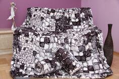 Narzuty biało szare na kanapę i fotele z motywem kamienistym