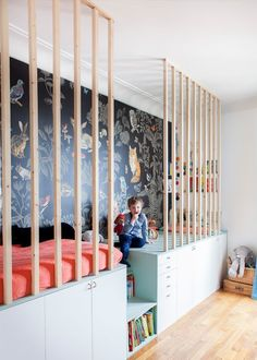 Wohnen mit Kindern: Hausbesuch bei einer Innenarchitektin in Paris Vivir con niños: visita a domicilio con un diseñador de interiores en París Boys Bedroom Themes, Girls Bedroom, Boy Bedrooms, Room For Two Kids, Kids Rooms, Kids Room Design, Playroom Design, Kid Spaces, Kids House