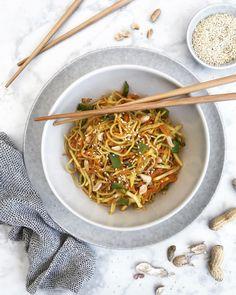 Gebratene Nudeln mit Gemüse Füllende Snacks, Asia Food, Japchae, Ethnic Recipes, Post, Zero, Carb Free Pasta, Fast Meals, Asian Cuisine