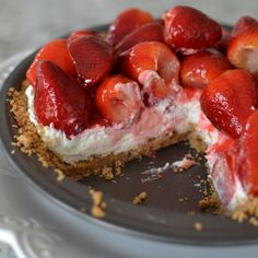Strawberry Cream Cheesecake Pie is perfect for your holiday celebrations, birthd. Strawberry Cream Cheese Pie, Fresh Strawberry Pie, Strawberry Topping, Strawberry Desserts, Strawberry Cheesecake, Köstliche Desserts, Strawberries And Cream, Delicious Desserts, Dessert Recipes