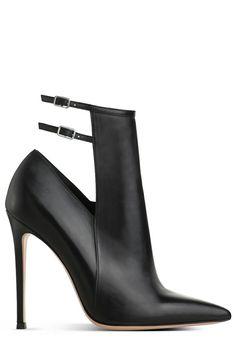 <3 @benitathediva   Gianvito Rossi stiletto ankle boots in black.