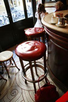 PARIS Le Marais I Petit Fer Au Cheval Cafe in the Marais