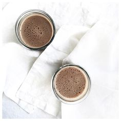 NEW recipe! Mood Boosting Cocoa Smoothie, loaded with protein, cocoa, healthy fats from chia seeds and an added kick of energy from @communitycoffee Breakfast Blend. Happy Friday Y'ALL and cheers to early morning energy! | recipe is on the NS blog #recipe #dairyfree #smoothie