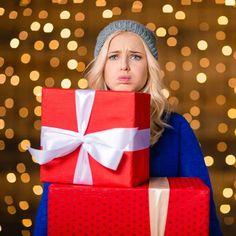 Jeder hat das schon erlebt: Man packt freudig ein Weihnachtsgeschenk aus und muss dann schlucken, weil es einfach furchtbar ist. Was tut man in so einer Situation?