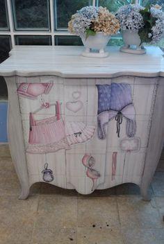 Decoupage en muebles on pinterest decoupage dressers - Decoupage con servilletas en muebles ...