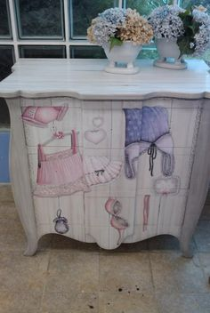 Decoupage en muebles on pinterest decoupage dressers for Decoupage con servilletas en muebles