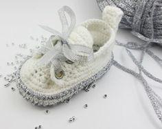 Green Baby Sneakers Crochet baby sneakers Crochet baby by Yunisiya
