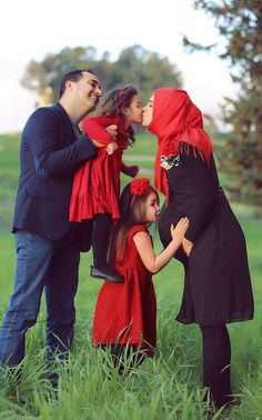Find Your single Muslim Girl or Muslim Man Partner in our Islamic Muslim marriage dating site. Couple Musulman, Cute Love Couple, Cute Family, Family Goals, Best Couple, Couple Shoot, Beautiful Couple, Happy Family, Cute Muslim Couples