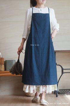 Denim Crafts, Skirt Tutorial, Apron Dress, Skirt Pants, Diy Fashion, Diy And Crafts, Jumper, Sewing Patterns, Cover Up