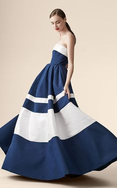 Carolina Herrera Resort 2017 Fashion Show - Vogue Fashion 2017, Daily Fashion, Runway Fashion, High Fashion, Fashion Show, Womens Fashion, Fashion Design, Fashion Weeks, Ladies Fashion