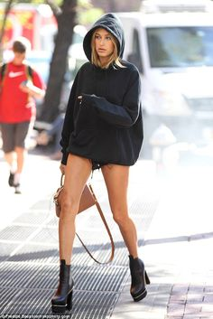 Stunning new street style crush from hailey baldwin no 07 Estilo Hailey Baldwin, Hailey Baldwin Style, Haley Baldwin, Looks Street Style, Looks Style, My Style, Mode Outfits, Casual Outfits, Fashion Outfits