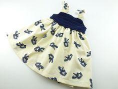 Zomer baby overgooier, gehaakte top in donkerblauw, ecru katoenen rok met blauw motief. Uniek retro jurkje voor een meisje van 3 maanden. by BarbaraEtsyShop on Etsy