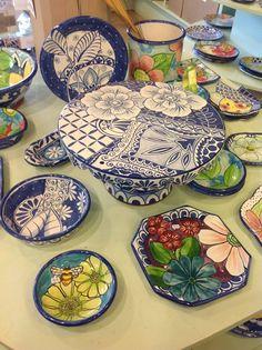 Damariscotta pottery Hand Painted Pottery, Pottery Painting, Hand Painted Ceramics, Ceramic Painting, Porcelain Ceramics, Ceramic Art, Pottery Plates, Pottery Mugs, Ceramic Plates