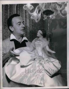 1953 Press Photo Rome Dress Designer Federico Schubert w/Lenci Boudoir Dolls