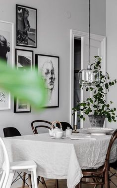 Get inspired by these dining room decor ideas! From dining room furniture ideas, dining room lighting inspirations and the best dining room decor inspirations, you'll find everything here! Dining Room Inspiration, Interior Inspiration, Diy Home Decor, Room Decor, Wall Decor, Bright Rooms, Scandinavian Home, Dining Room Design, Dining Area