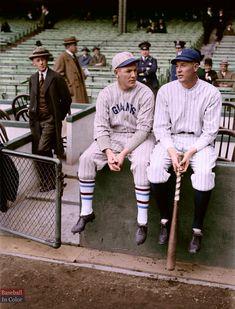 Giants Baseball, Baseball Players, New York Yankees, Baseball Photos, Sports Photos, Baseball Cards, Football Helmet Design, Football Helmets, Mlb Uniforms