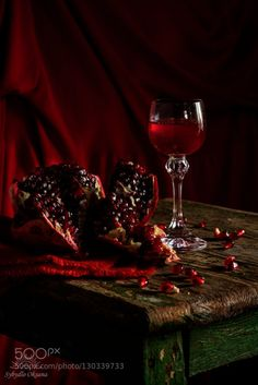 22 Best Vampire Aesthetic images in 2019 Demon Aesthetic, Aesthetic Images, Red Aesthetic, Still Life Photography, Food Photography, Artistic Photography, Spade Tattoo, Hades And Persephone, Ivy House