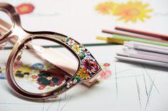 Dolce & Gabbana onorează încă o dată cu profesionalism și mândrie tradiționala măiestrie italiană prin design, și pentru prima dată, aplică arta mozaicului unei colecții de ochelari de soare și de vedere!