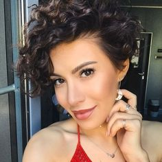 Pixie Cut: Best Styles + 200 Photos to Fall in Love + Tips Pixie Cut Curly Hair, Curly Pixie Hairstyles, Short Curly Pixie, Edgy Short Hair, Haircuts For Curly Hair, Mom Hairstyles, Short Hair Cuts, Curly Hair Styles, Pixie Styles