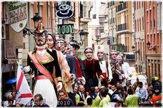 San Mateo Logroño  Como en toda fiesta riojana que se precie, el vino y el zurracapote (bebida tradicional riojana) recorre las calles en busca de gente que aprecie su buen sabor...y claro, lo que después acarrea.
