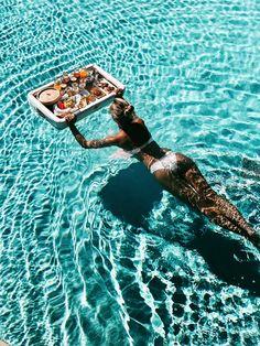 Frühstück im Pool, schwimmendes Frühstück, Floating Breakfast, Pool, Stella Island Resort & Spa, Kreta, Griechenland, Adults only, 5 Sterne, Sommerurlaub, Crete, Greece, Travel
