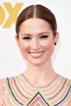 Pin for Later: Zoom Sur Tous les Beauty Looks des Emmy Awards Ellie Kemper