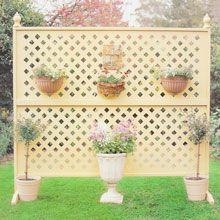 Decorated lattice screen.