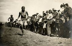 Image of Close up of a foot race, a few people racing with crowd of people on the right Native American Print, Native American Regalia, Native American Beauty, Native American History, American Pride, Spiritual People, Arizona, Historical Images, History Facts