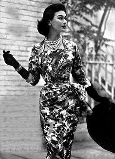 sophistication and glamour. Moda Vintage, Vintage Vogue, Vintage Glamour, Vintage Beauty, Fifties Fashion, Retro Fashion, Vintage Fashion, 1950s Style, Vintage Outfits