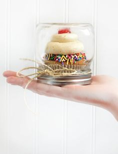 Looking for a deliciously simple gift? Sprinkle some color onto a cupcake and put it in a mason jar! How cool?