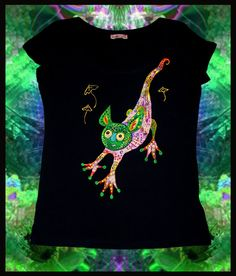 Hand painted t-shirt.  FREE SHIPPING WORLDWIDE.  Psychedelic clothes. Psy clothes. Painted t-shirt. Rave clothes. Trance.